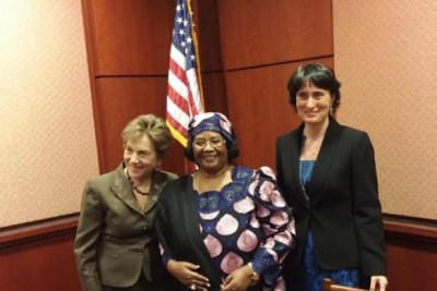 From left, Congresswoman Jan Schakows of Illinois with Joyce Banda and Garbriella Bardall.