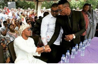 Diamond Platnumz shaking hands with Alikiba.