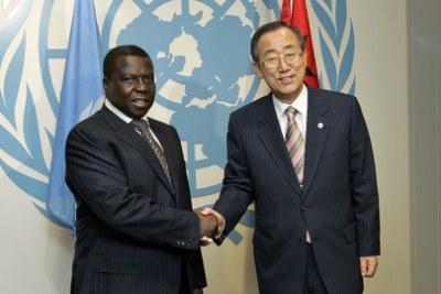 Secretary-General Ban Ki-moon (right) with the President João Bernardo Vieira, at UN Headquarters in New York.