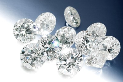 Des diamants.