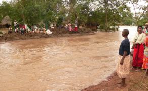 Des inondations font 66 morts, le cycle Idai en alerte au Mozambique