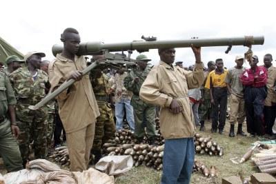 Imbonerakure parfois nommé CNDD-FDD Jeunesse, est un mouvement politique de jeunesse burundais affilié au Conseil national pour la défense de la démocratie-Forces de défense de la démocratie (CNDD-FDD), parti au pouvoir. Ici, en phase de désarmement sous controle de l'ONU.