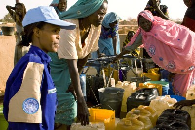 (file photo)  UN aid worker with women refugees