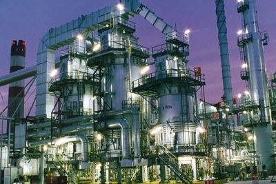Une raffinerie de pétrole au Nigéria