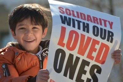 Un jeune manifestant devant la Maison Blanche