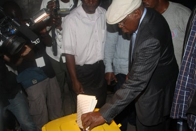 Etienne Tshisekedi votes at the institute in Kinshasa during the 2011 elections.