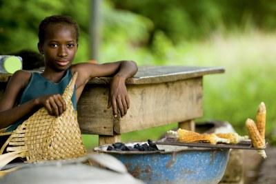 Comme cette jeune fille, nombreux sont les Africains qui scrutent une sécurité alimentaire pérenne pour espérer tirer profit de la croissance attendue dans le continent