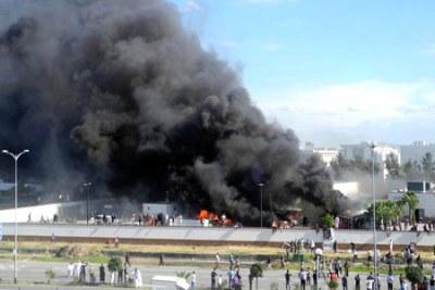 L'ambassade des USA en Tunisie en flammes.