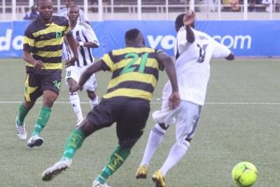 TP.Mazembe (Noire-blanc) contre AS-V. Club (vert-noire) le 15/04/2012 au stade des Martyrs à Kinshasa, score : 2-2.