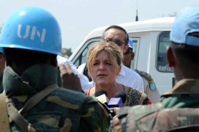 La Représentante spéciale du Secrétaire général pour le Soudan du Sud, Hilde Johnson (au centre).