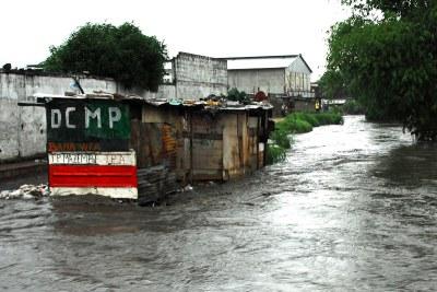 Une maison d'habitation inondée par les eaux de pluie à Kinshasa-Limete.