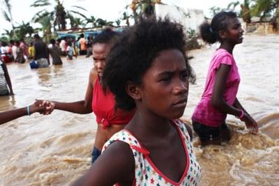 Parmi les risques de catastrophes évoqués, on peut citer entre autres, les épidémies, les épizooties, les invasions acridiennes, la sécheresse mais les parties prenantes se penchent davantage sur les cyclones qui vont s'intensifier en plus de l'augmentation de leur fréquence ainsi que les inondations. (Sur cette photo : passage du cyclone Haruna)