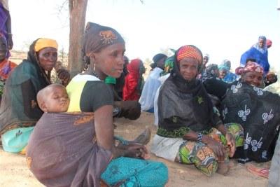 Les femmes du village de Doukou Doukou, dans la région de Maradi, se reposent après avoir arrosé les parcelles de leur petit jardin.