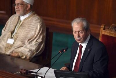 Mohamed Ennaceur (à dr) prononce son premier discours de président élu du parlement tunisien, le 4 décembre.