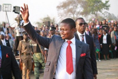 Prophet Bushiri waves to worshippers (file photo)
