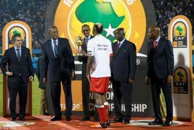 Rwandan President Kagame hands over African Nations Championships trophy to DR Congo captain Joel Kimwaki during the previous tournament held in Rwanda. The team walked away U.S.$1,5 million richer.