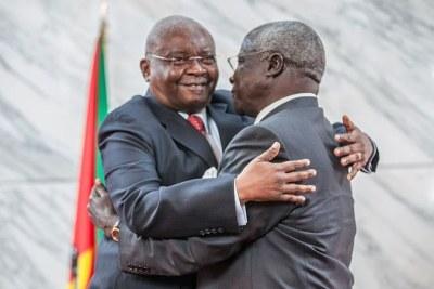 L'ancien président du Mozambique, Armando Guebuza, et le dirigeant de la RENAMO, Afonso Dhlakama