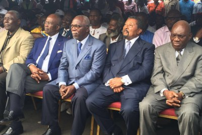 Deux poids lourds de cette campagne, Guy Nzouba Ndama et Casimir Oyé Mba se rallient à Jean Ping. L'ancien président de l'Assemblée nationale et l'ex-Premier ministre se sont mis d'accord pour retirer leurs candidatures et demander à voter pour Jean Ping.