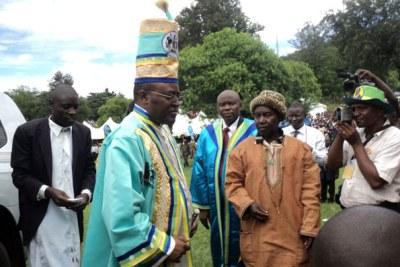 Le roi Rwenzururu, Charles Wesley Mumbere