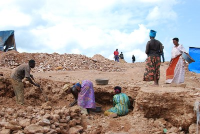 Locals mining gold in Mubende. They have vowed to defy President Museveni's directive to evict them.
