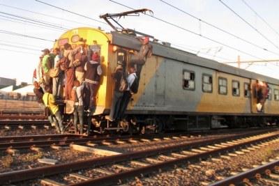(Image d'archives) - Un train surchargé dans un pays africain.