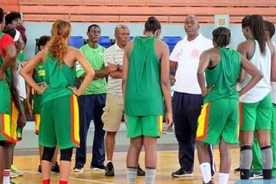 L'équipe nationale féminine de basket du Sénégal à l'entrainement
