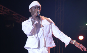 Watch Why Diamond Platnumz Shouldn't Jump While on Stage!