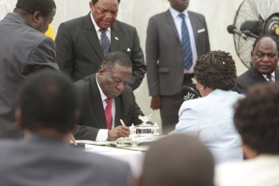 Cabinet ministers take their oath of office before President Emmerson Mnangagwa (file photo).