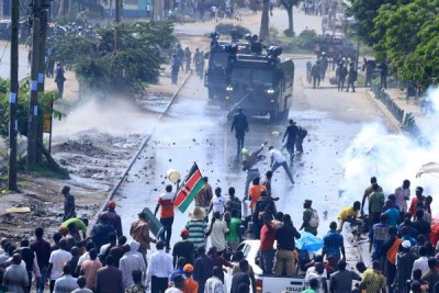 Police confront National Super Alliance supporters with teargas and water canons on Jogoo Road on November 17, 2017.