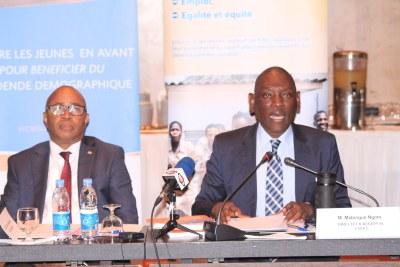 Le Directeur régional de l'UNFPA, Mabingué Ngom (à droite) lors de la publication du Rapport d'étape 2017 sur le Dividende Démographique en Afrique de l'Ouest et du Centre, le lundi 26 février 2018 à Dakar