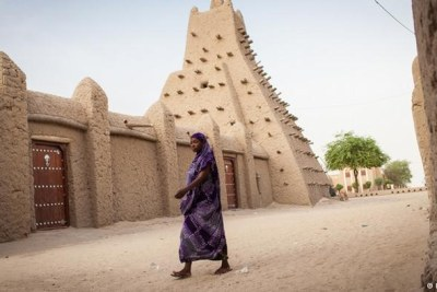 The political situation in Mali is tense and the Malian army is currently too weak to guarantee stability and security. Many Timbuktu residents who fled the city in 2012 have not returned. They do not trust the uneasy peace and their city faces an uncertain future.