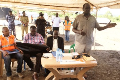 The Minister for Disaster Preparedness, Hilary Onek adresses Yumbe District leaders at Bidibidi refugee reception centre in Yumbe (file photo).