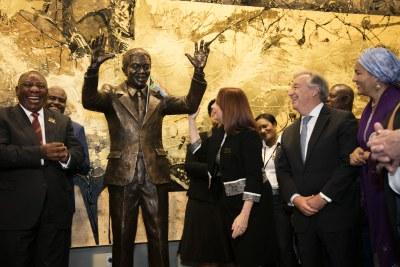Cérémonie de dévoilement de la statue de Nelson Mandela d'Afrique du Sud.