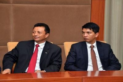 Les candidats Andry Rajoelina (à dr) et Marc Ravalomanana