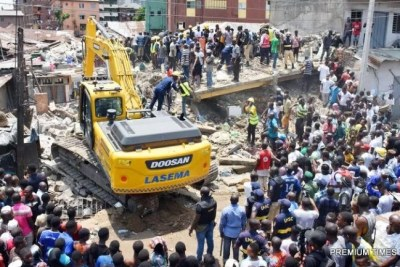 A rescue team search for more victims from the scene of a building, which collapsed at Itafaji on the Lagos Island (file photo).