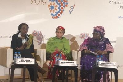 De gauche à droite: Mes Vera Songwé, Secrétaire Exécutive de la Commission économique africaine (Cea), Amina J. Mouhammed, vice-secrétaire générale de l'ONU et Sarh Anyang Agbou en charge des Ressources humaines, des sciences et technologies de la Commission de l'UA, lors de la conférence de presse qu'elles ont animé le dimanche 24 mars 2019, lors de la 52ème session de la Conférence des ministres africains  des Finances, de la Planification et du Développement économique.