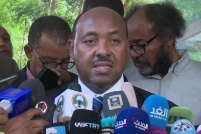 Mahmoud Dirir, the special envoy of Ethiopian Prime Minister Abiy Ahmed, talks to the media in the Ethiopian embassy in Khartoum on June 7, 2019.