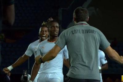 Côte d'Ivoire celebrates goal against Mali.
