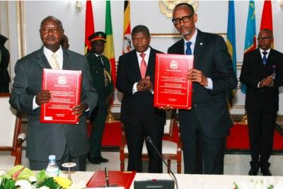 Les Chefs d'Etat du Rwanda et de l'Ouganda pour la signature de l' «historique» Mémorandum d'Entente Bilatérale.