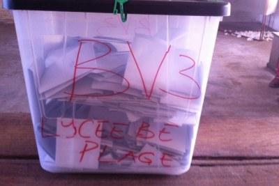 Une urne scellée du bureau de vote du lycèe de Bè-Plage, à Lomé, ce samedi 25 avril.