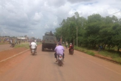 Un véhicule militaire sur une route burkinabè. (Image d'illustration)