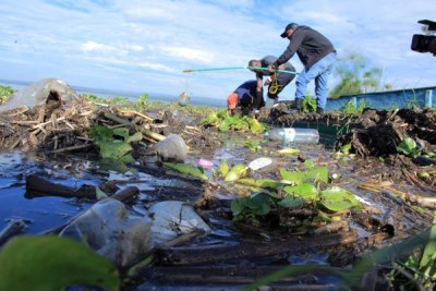 Researchers collecting samples of water from the shores of Lake Victoria in Kisumu, Kenya (file photo).