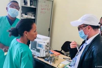 Agents de santé dans un centre d'isolement de coronavirus en Éthiopie.