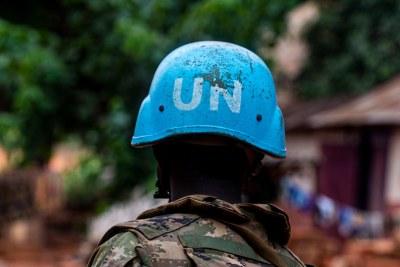 Casques bleus de la MINUSCA en faction dans la ville de Bangassou, en République centrafricaine, le 15 janvier 2021.