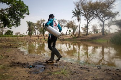 MSF teams treating the different water points in the village of Ara in the commune of Bandé in the department of Magaria in south of Niger (file photo).